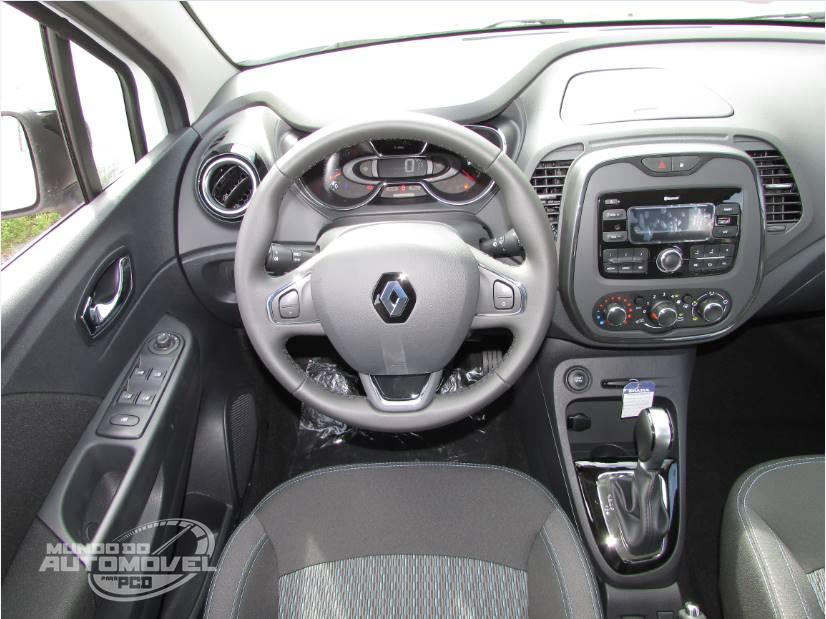 Captur 2017 Interior >> Renault Captur LIFE 1.6 CVT, Versão Exclusiva PCD - Vídeo, Fotos e Detalhes | Mundo do Automóvel ...