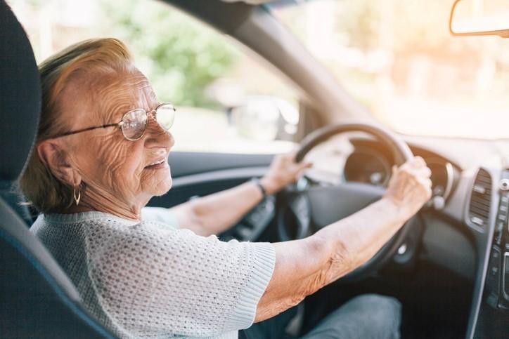 PL permite que idosos comprem carro com isenção de IPI
